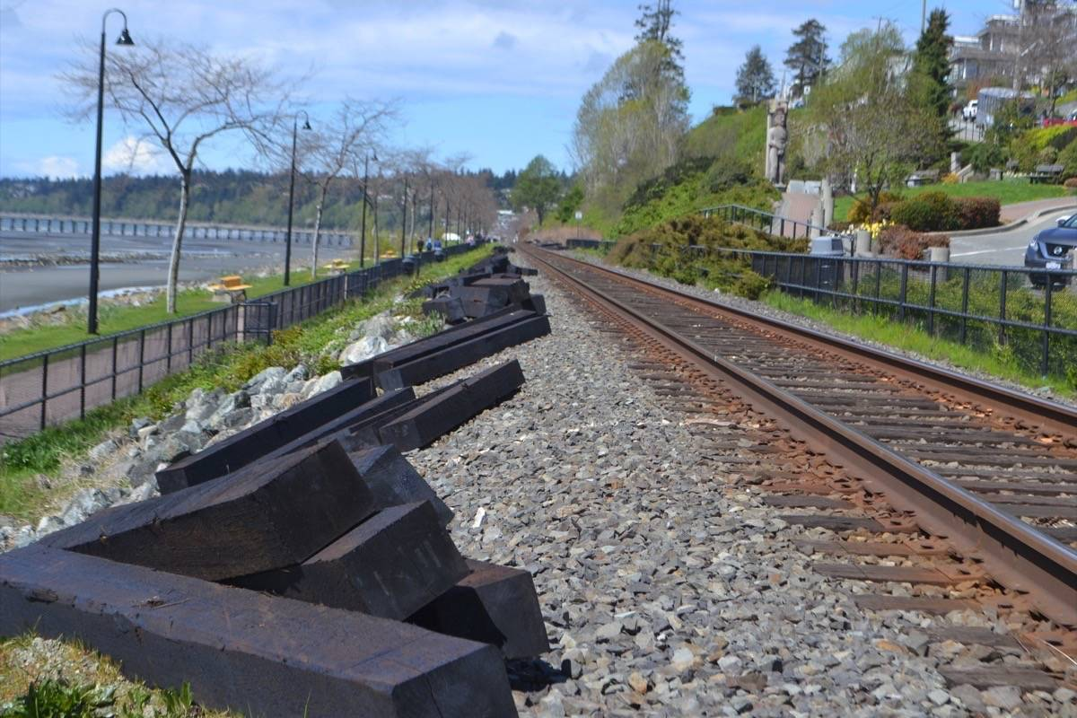 LETTERS: Railway work must be opposed - Peace Arch News