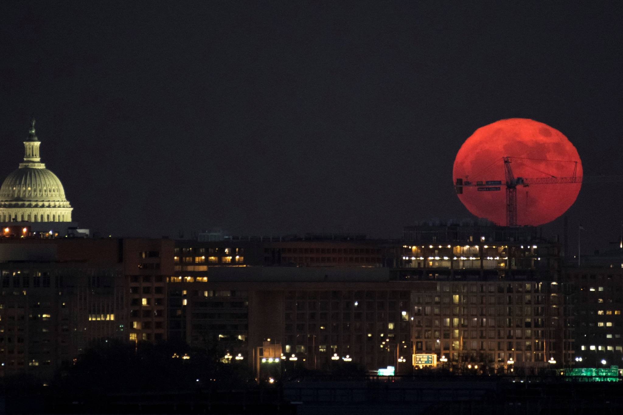 VIDEO: Best photos of the Supermoon 2017 - Peace Arch News