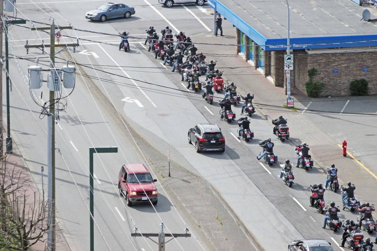 Hells Angels procession through Peninsula catches eyes