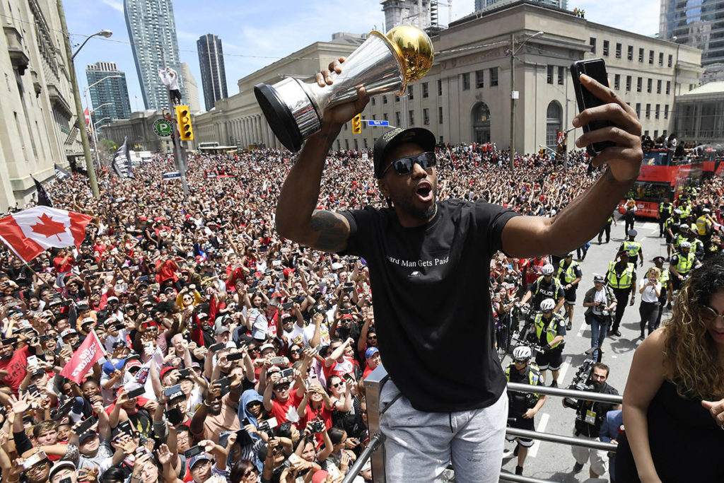 Fans in Canada and abroad mourn and reflect as Kawhi Leonard leaves the Raptors